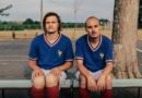Chaleur sous les maillots d'Équipe de foot avec le clip «Faking Poetry»