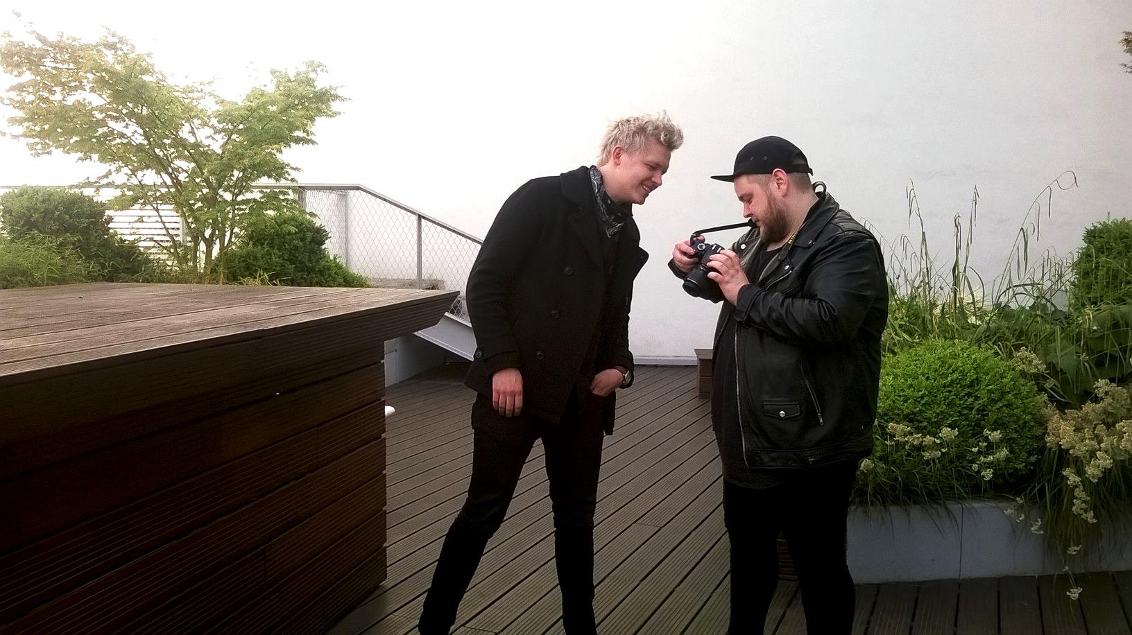 BEHIND THE SCENE - Comme d'habitude, on a demandé à Brynjar et Ragnar de se prendre mutuellement en photos...